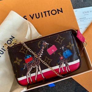 Louis Vuitton XMas Giraffe Animation Mini Pochette